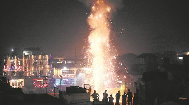 Diwali, Firecrackers, Delhi NCR Firecrackers, SAFAR Study on Fire crackers, fire cracker pollution, fire cracker emissions,  SAFAR (System of Air Quality and Weather Forecasting And Research), delhi news, indian express news