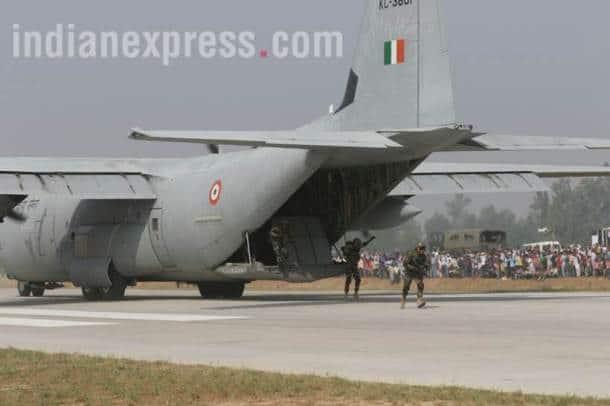 expressway IAF jets, emergency landing pics, Agra-Lucknow Expressway photos, expressway pics, sukhoi photos