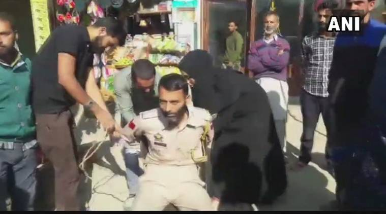 Kashmiri cop tied, roughed up for allegedly taking girl's photos