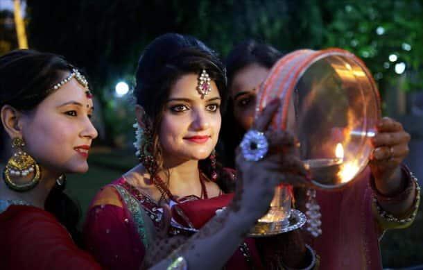 karva chauth, karwa chauth, karva chauth 2017, karwa chauth 2017, karva chauth photos, karva chauth images, karva chauth celebrations, karva chauth women celebrating, karva chauth women vrat, karva chauth fasting, indian express, indian express news