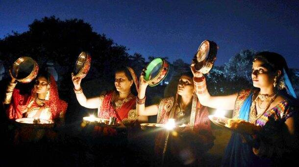 karva chauth, karwa chauth, karva chauth 2017, karwa chauth 2017, karva chauth photos, karva chauth images, karva chauth celebrations, karva chauth women celebrating, karva chauth women vrat, karva chauth fasting, indian express, indian express news