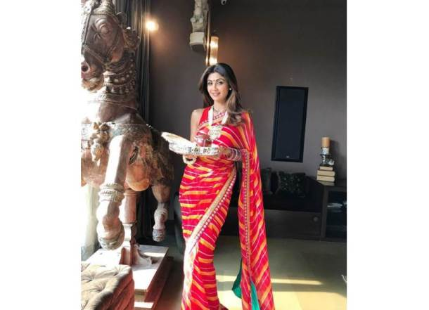 shilpa shetty karva chauth, karwa chauth, karva chauth 2017, karwa chauth 2017, karva chauth photos, karva chauth images, karva chauth celebrations, karva chauth women celebrating, karva chauth women vrat, karva chauth fasting, indian express, indian express news
