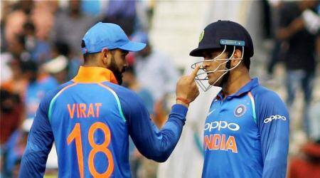 Wonder if people are undervaluring MS Dhoni's experience, says AdamGilchrist