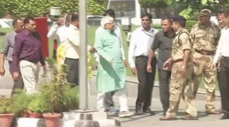 Lalu Prasad Yadav appears before CBI in connection with hotels-for-land scam