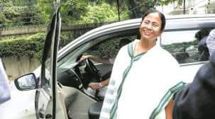 Mamata Banerjee visits ailing Buddhadeb Bhattacharjee at hishouse