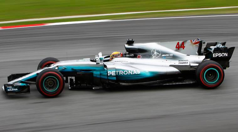 Hamilton qualifies on pole for Japanese GP