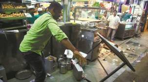 MNS workers agitate against north Indian fish-sellers in Thane