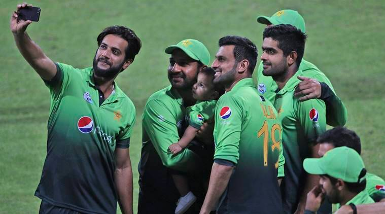 World cup 2019 pcb allows families to stay with pakistan players after india match