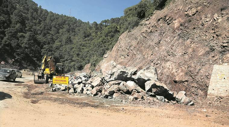 kalka shimla highway, chanidgarh shimla time distance, road widening, landslide, mountain highway widening, nh22, parwanoo shimla highway, punjab news, indian express