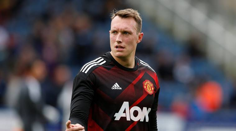 phil jones, manchester united, manchester united vs tottenham, united vs tottenham,