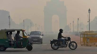 pollution level in Delhi, delhi air pollution, Diwali 2017, Delhi air quality, Delhi chokes, Delhi smog, smog, firecrackers ban, Supreme Court ban on crackers, #CrackerBanHitOrMiss, diwali pollution, delhi pollution, mumbai pollution