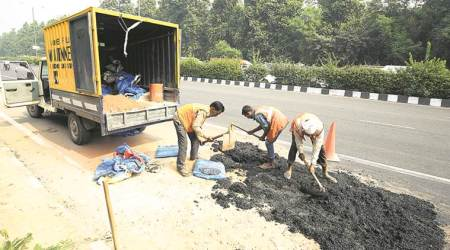 man dies in pothole, delhi accident, delhi roads, delhi potholes, delhi news, indian express