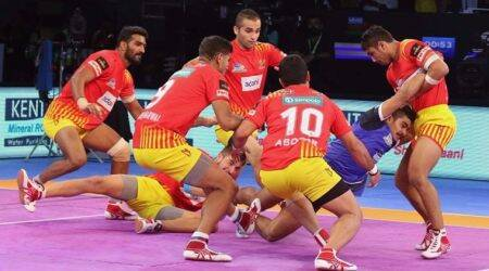 Pro Kabaddi 2017 Puneri Paltan vs Gujarat Fortunegiants: Puneri Paltan 22-23 Gujarat Fortunegiants