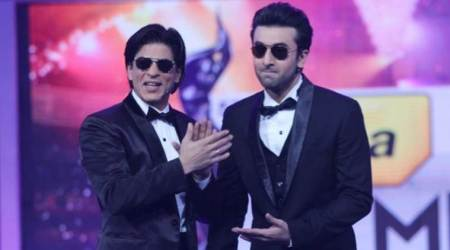 "Video of Shah Rukh Khan and Ranbir Kapoor dancing on ""Bole Chudiyan"" is breaking the internet"