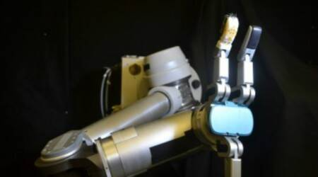 Skin sensor, robot, University of Washington, prosthetic hand, robot sensor skin, human finger, sensitivity, tactile information, shear forces, tensions, end effector, microfluidic channels, electronic skin, silicone rubber, flexible electronic skin