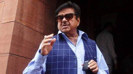 If a lawyer is finance minister, a TV actress is HRD minister... why can't I speak on GST: Shatrughan Sinha