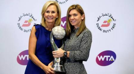 Simona Halep ends 2017 as World No 1, presented with WTA trophy