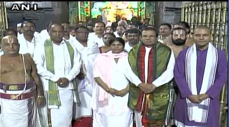 Sri Lankan President offers prayers at Venkateswara Temple