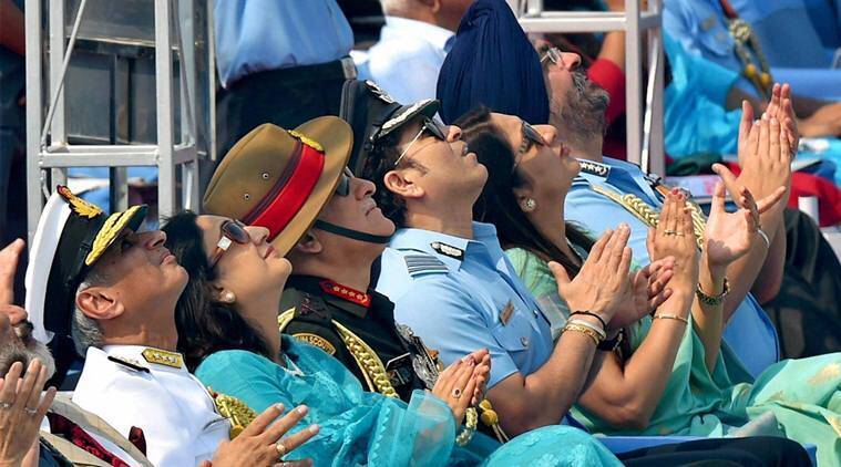 sachin tendulkar, tendulkar, airforce, air force day, tendulkar salute airforce, tendulkar airforce, sports news, indian express