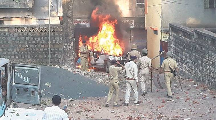 dahod, gujarat, gujarat violence, dahod violence, gujarat police violence, man killed in police firing, gujarat clashes, indian express