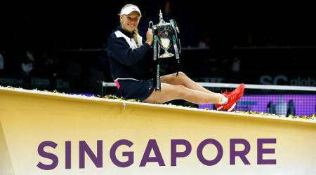 Caroline Wozniacki stands firm to beat Venus Williams and claim maiden WTA Finals title