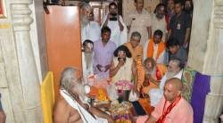 yogi adityanath, ayodhya, diwali in ayodhya, Ram Janmabhoomi Nyas, ram temple, diwali in ram temple, Hanuman Garhi, yogi adityanath at Hanuman Garhi, uttar pradesh, up news, india news