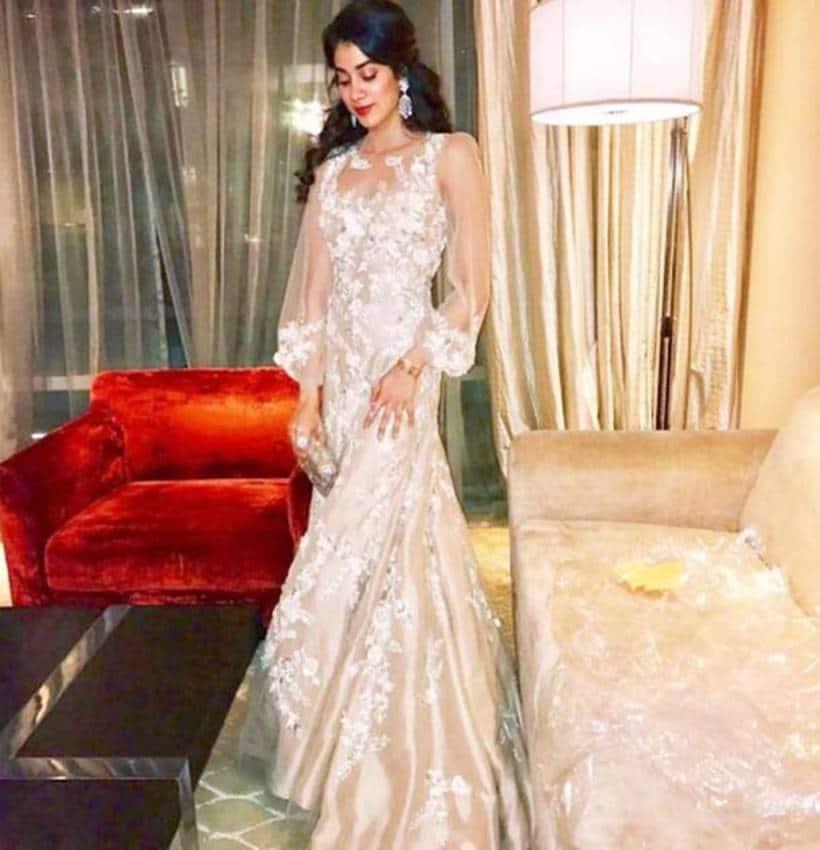 Janhvi Kapoor, Janhvi Kapoor latest photos, Janhvi Kapoor fashion, Sara Ali Khan, Sara Ali Khan latest photos, Sara Ali Khan fashion.