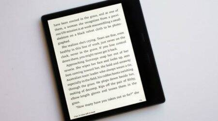Amazon's Kindle Oasis not perfectly waterproof; text changes in differentconditions