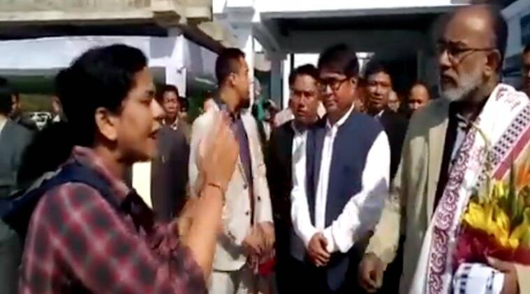 angry passenger at imphal airport, angry doctor shouting at politician, angry passnger shouting at kj alphons viral video, angry passenger shouting at vvip video viral, indian express, indian express news