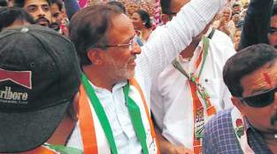 http://indianexpress.com/elections/gujarat-assembly-elections-2017/gujarat-elections-familiar-contest-in-porbandar-congress-candidate-arjun-modhvadiya-versus-bjp-minister-babu-bokhiriya-4946952/
