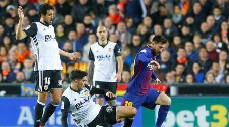 Barcelona draw at title rivals Valencia after goal-linecontroversy