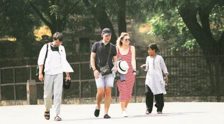 Tourist numbers down, Fatehpur Sikri worried over 'lapkas'