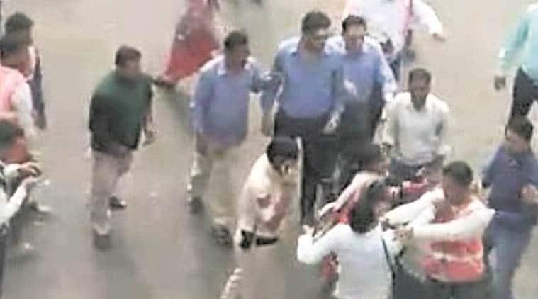 parking attendant assault, woman parking attendant, chandigarh, parking woman assaulted in front of policemen, chandigarh police, punjab, indian express