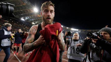 AS Roma's Daniele De Rossi apologises after losing his head at Genoa