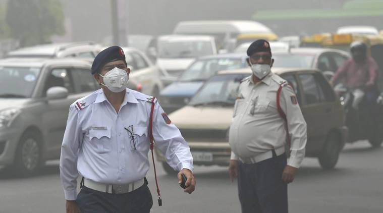 delhi pollution, car pile up, yamuna expressway accident, smog, indian express