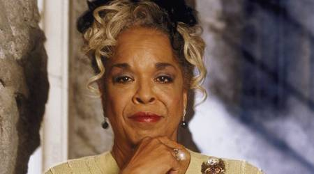 seen in popular TVDella Reese was seen in popular Tv show Touched by an Angel.