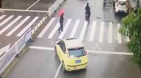 VIDEO: Car stops traffic to help an elderly woman cross the road