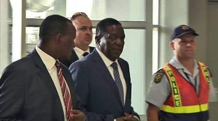 Zimbabwe's incoming leader Emmerson Mnangagwa returns home tocheers