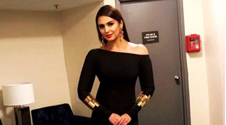 huma qureshi, huma qureshi fashion, nikhil thampi, huma qureshi in nikhil thampi, huma qureshi wins woman of the decade, huma qureshi at visaff 2017, visaff 2017, huma qureshi in black, huma qureshi in gown, huma qureshi in black gown, huma qureshi news, huma qureshi latest photos, huma qureshi style, celeb fashion, bollywood fashion, indian express, indian epxress news