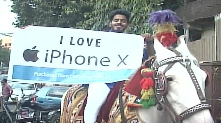iPhone X, iPhone X india, iPhone X india price, man on horse iPhone X, thane man iPhone X band baaja, iPhone X funny stories, viral news, weird news, odd news, indian express, maharashtra news