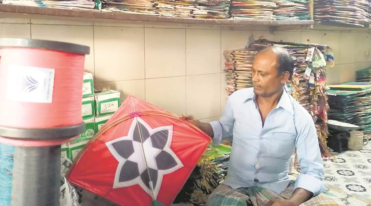 Mubai, kite maker, kite flying, mumbai kite makers, mumbai news