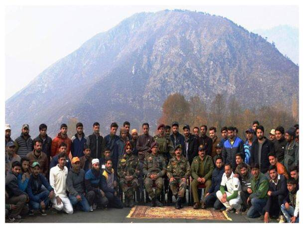 MS Dhoni in Kashmir as Indian Army