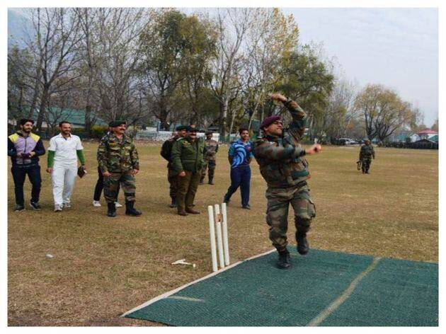MS Dhoni bowling in Kashmir Indian Army