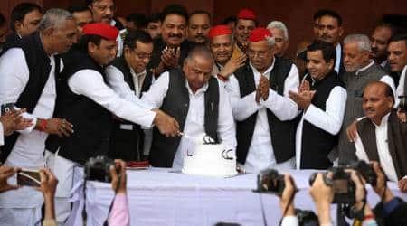 Mulayam singh yadav, Mulayam singh yadav birthday, Akhilesh Yadav, samajwadi party, Sp chief, Uttar Pradesh, BJP, Mulayam singh birthday photos, birthday celebration pics, india news, Indian epxress photos