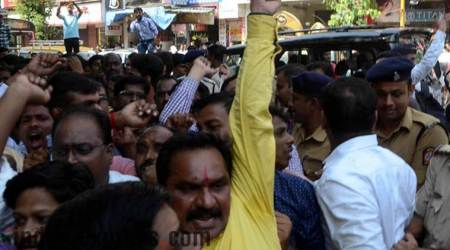 MNS, Congress workers clash in Dadar over hawkers' issue