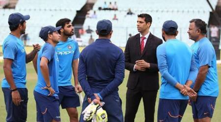 Ashish Nehra with Indian bowlers