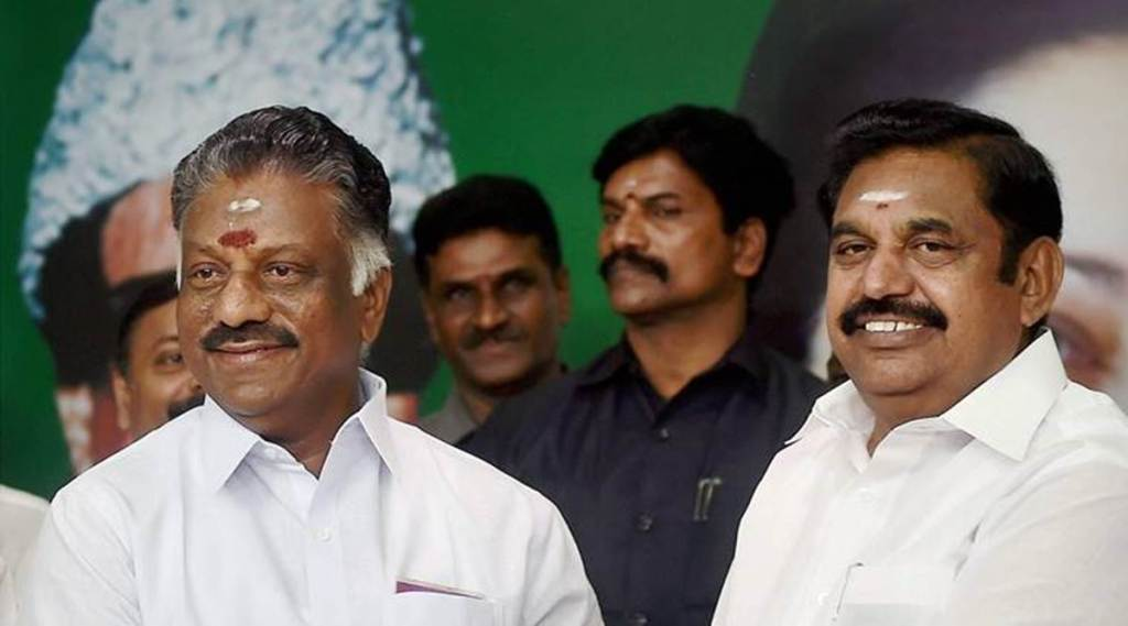 Tamil Nadu Chief Minister K Palaniswami (R) with O Panneerselvam at an event in Chennai. (File)