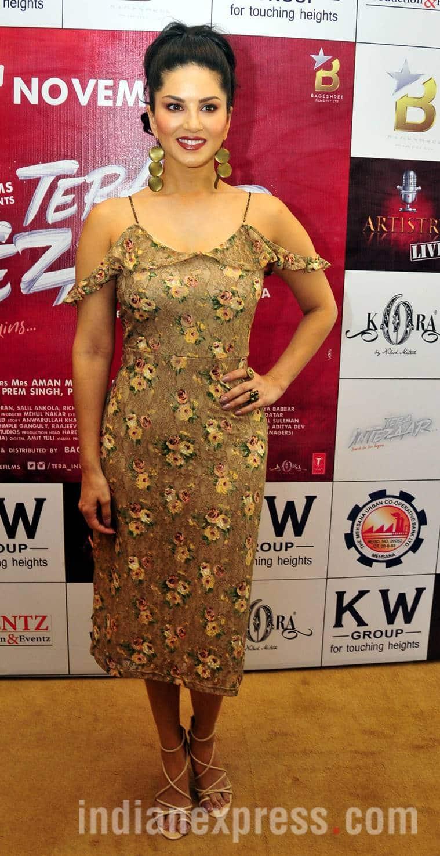 Sunny Leone, Sunny Leone fashion, Sunny Leone dress, Sunny Leone movies, Sunny Leone Tera Intezaar, Tera Intezaar pictures, indian express, indian express news