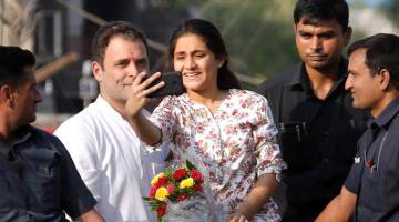 Rahul Gandhi Has A 'Selfie Moment' During Roadshow