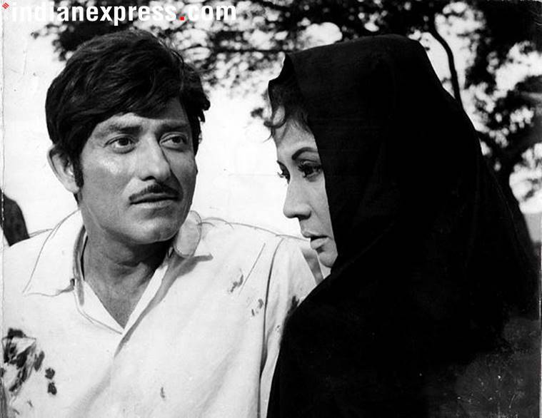 Rajkumar and Meena Kumari in Pakeezah